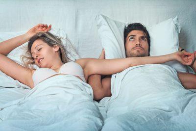 Супружеская пара в постели