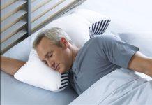 Мужчина на подушке