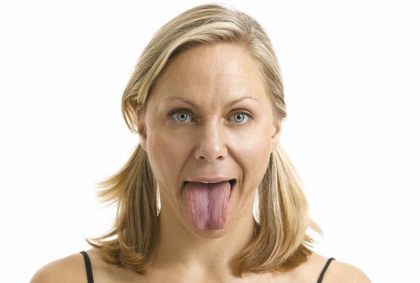 Язык изо рта