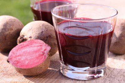 Сок свеклы в стакане
